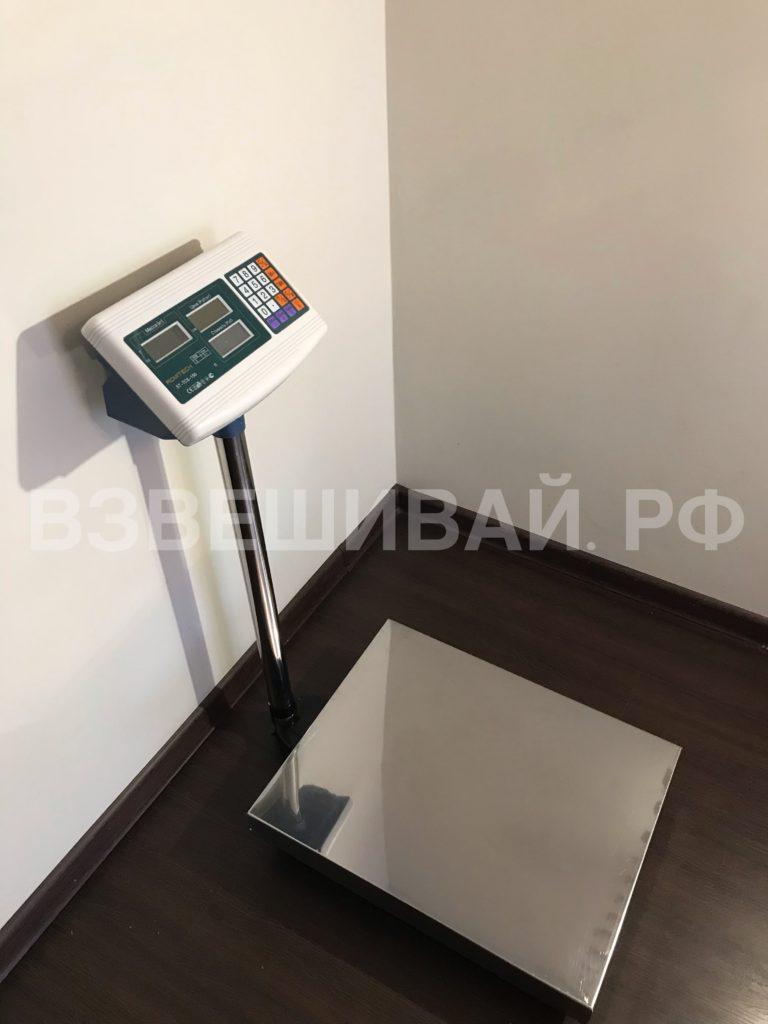 весы платформенные вид сбоку весовой терминал развернут к ГПУ